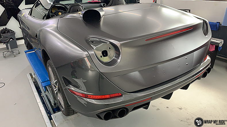 Ferrari California satin dark grey, Carwrapping door Wrapmyride.nu Foto-nr:13841, ©2021