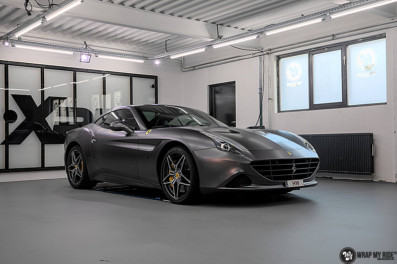Ferrari California satin dark grey, Carwrapping door Wrapmyride.nu Foto-nr:13844, ©2021