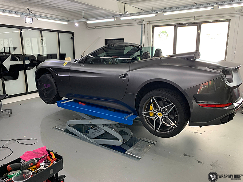 Ferrari California satin dark grey, Carwrapping door Wrapmyride.nu Foto-nr:13850, ©2021