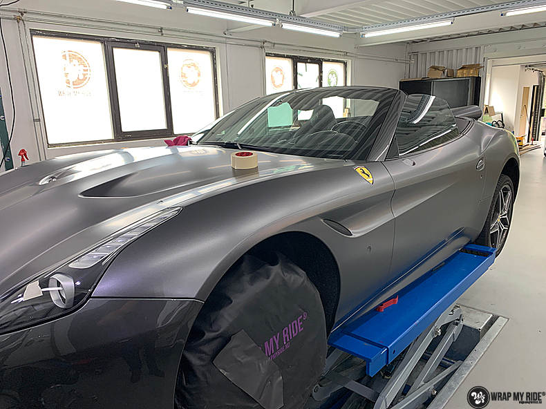 Ferrari California satin dark grey, Carwrapping door Wrapmyride.nu Foto-nr:13851, ©2021