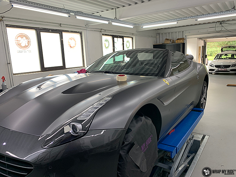 Ferrari California satin dark grey, Carwrapping door Wrapmyride.nu Foto-nr:13852, ©2021