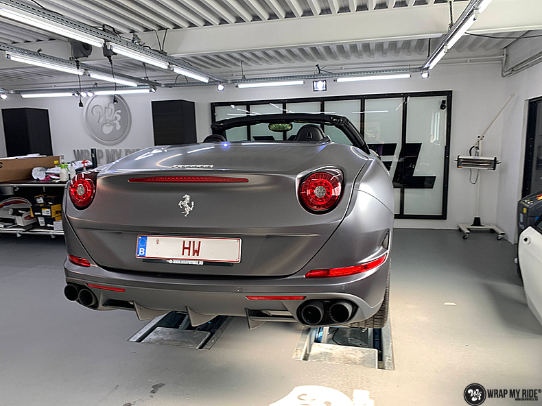 Ferrari California satin dark grey, Carwrapping door Wrapmyride.nu Foto-nr:13854, ©2021