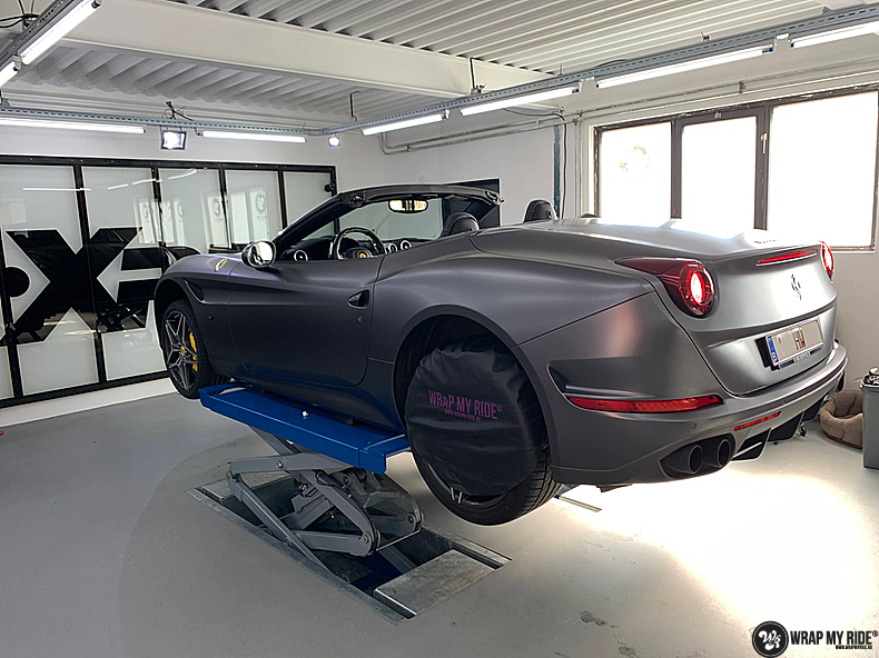 Ferrari California satin dark grey, Carwrapping door Wrapmyride.nu Foto-nr:13855, ©2021