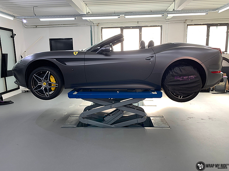 Ferrari California satin dark grey, Carwrapping door Wrapmyride.nu Foto-nr:13856, ©2021