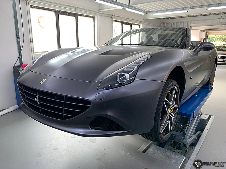 Ferrari California satin dark grey, Carwrapping door Wrapmyride.nu Foto-nr:13857, ©2021