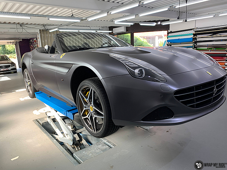 Ferrari California satin dark grey, Carwrapping door Wrapmyride.nu Foto-nr:13858, ©2021