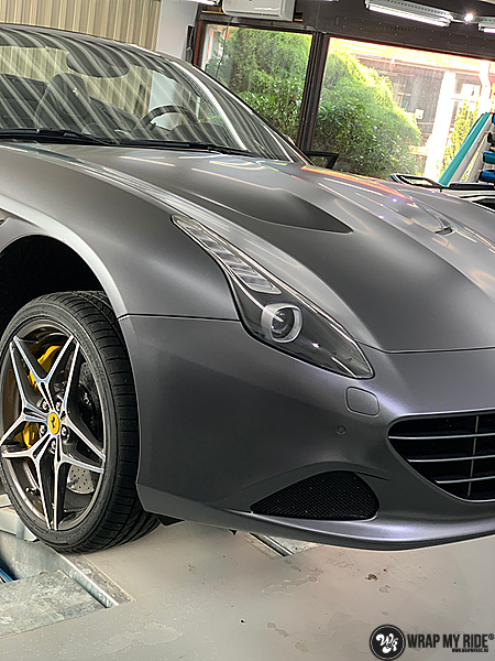 Ferrari California satin dark grey, Carwrapping door Wrapmyride.nu Foto-nr:13859, ©2021