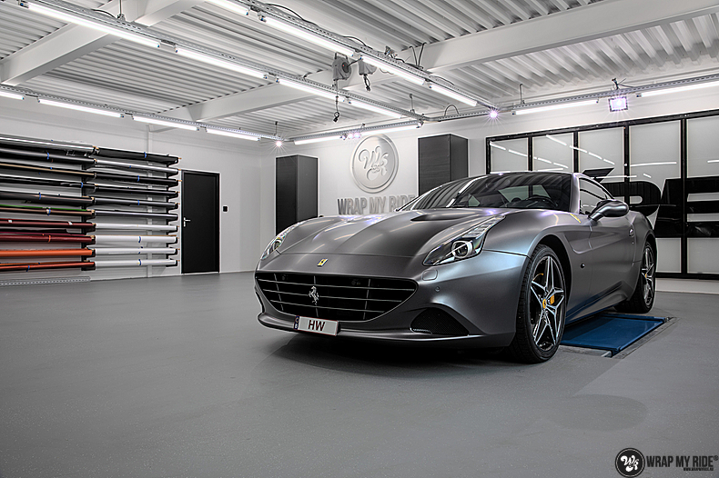 Ferrari California satin dark grey, Carwrapping door Wrapmyride.nu Foto-nr:13866, ©2021