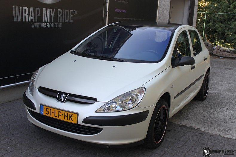Peugeot 307 3m satin white pearl, Carwrapping door Wrapmyride.nu Foto-nr:11700, ©2021