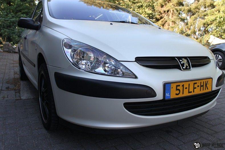 Peugeot 307 3m satin white pearl, Carwrapping door Wrapmyride.nu Foto-nr:11698, ©2021