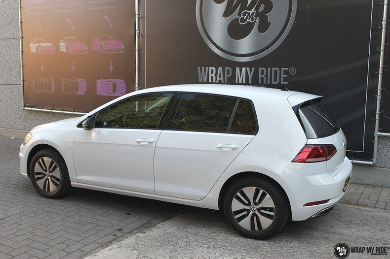 vw e-golf 3m glosse white gold sparkle, Carwrapping door Wrapmyride.nu Foto-nr:11734, ©2021