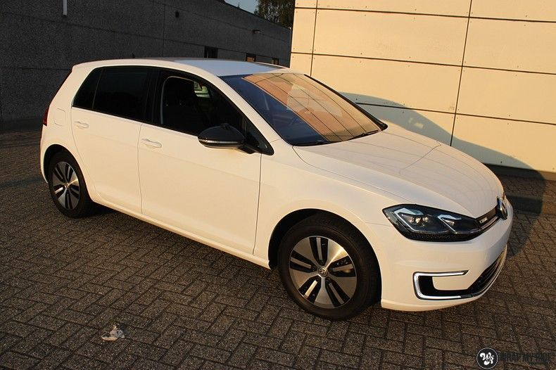 vw e-golf 3m glosse white gold sparkle, Carwrapping door Wrapmyride.nu Foto-nr:11724, ©2021