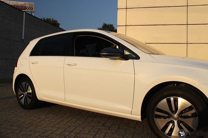 vw e-golf 3m glosse white gold sparkle, Carwrapping door Wrapmyride.nu Foto-nr:11723, ©2021