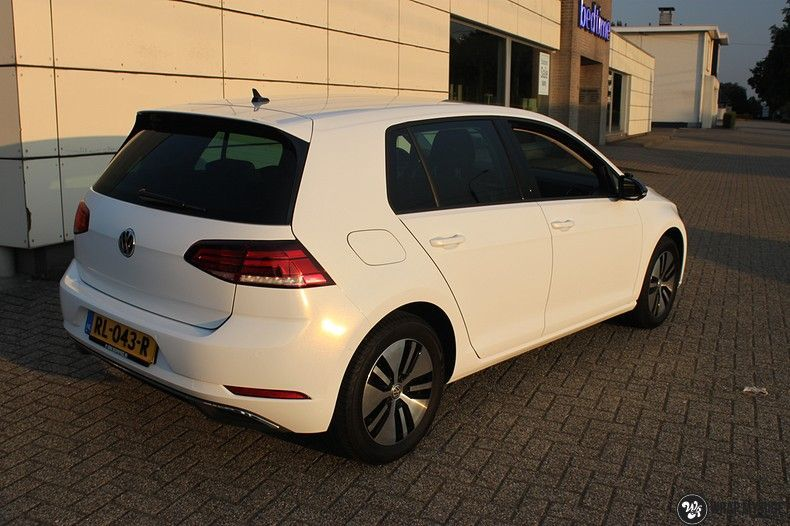 vw e-golf 3m glosse white gold sparkle, Carwrapping door Wrapmyride.nu Foto-nr:11722, ©2021