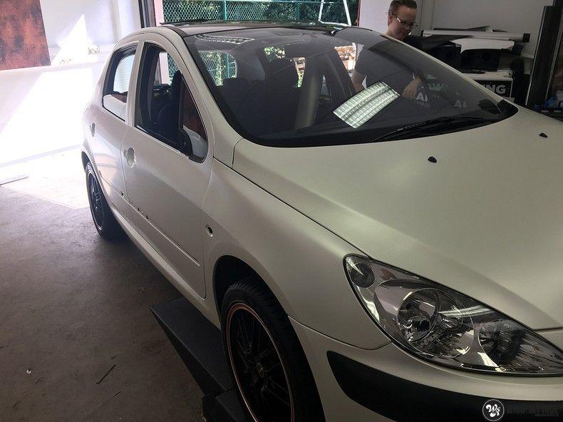 Peugeot 307 3m satin white pearl, Carwrapping door Wrapmyride.nu Foto-nr:11713, ©2021