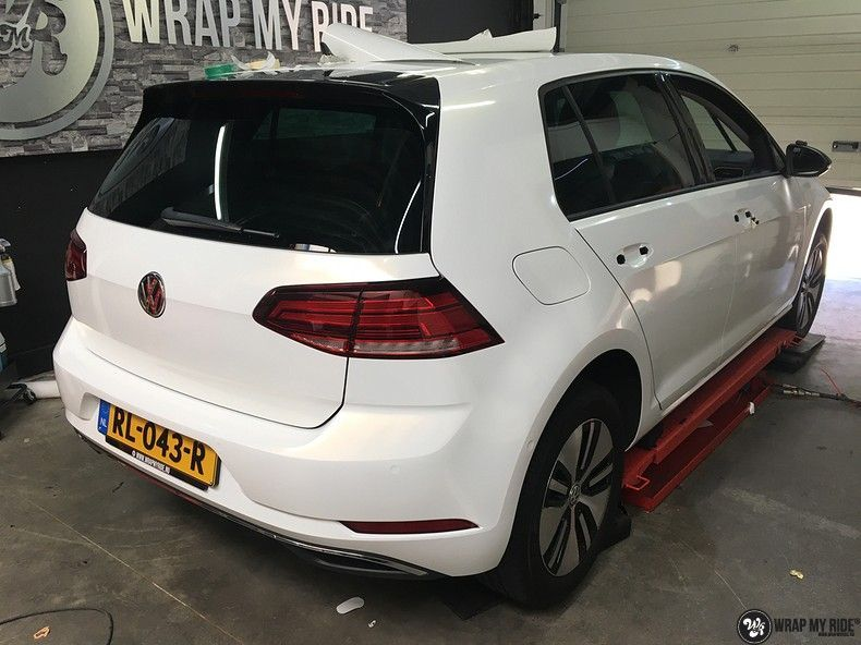 vw e-golf 3m glosse white gold sparkle, Carwrapping door Wrapmyride.nu Foto-nr:11738, ©2021