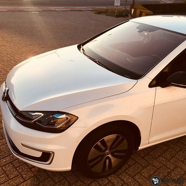 vw e-golf 3m glosse white gold sparkle, Carwrapping door Wrapmyride.nu Foto-nr:11735, ©2021