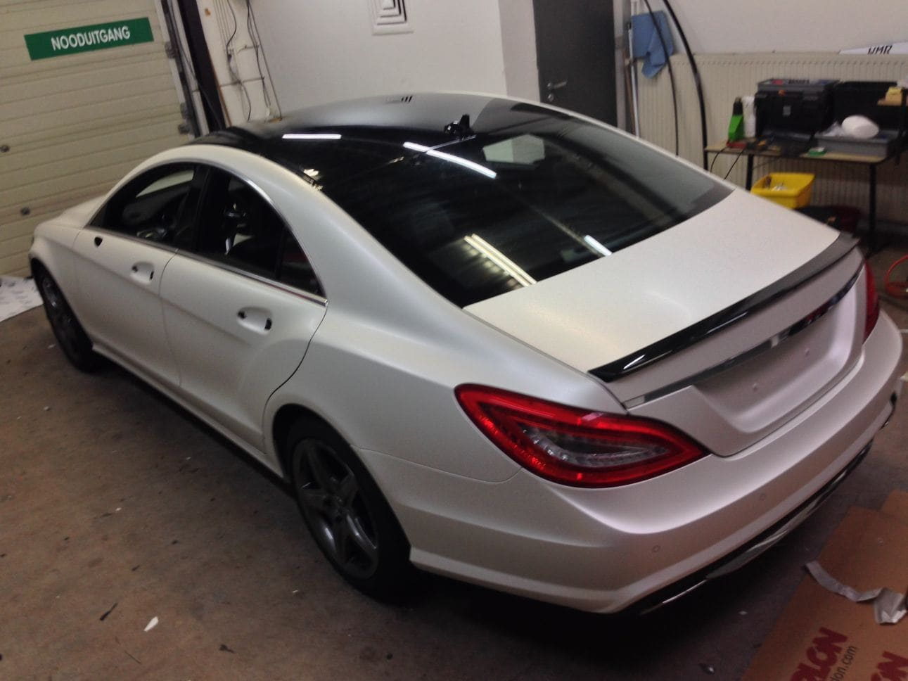 Mercedes CLS met White Satin Pearl Wrap, Carwrapping door Wrapmyride.nu Foto-nr:6182, ©2021