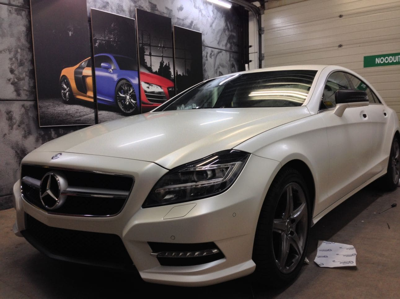 Mercedes CLS met White Satin Pearl Wrap, Carwrapping door Wrapmyride.nu Foto-nr:6198, ©2021