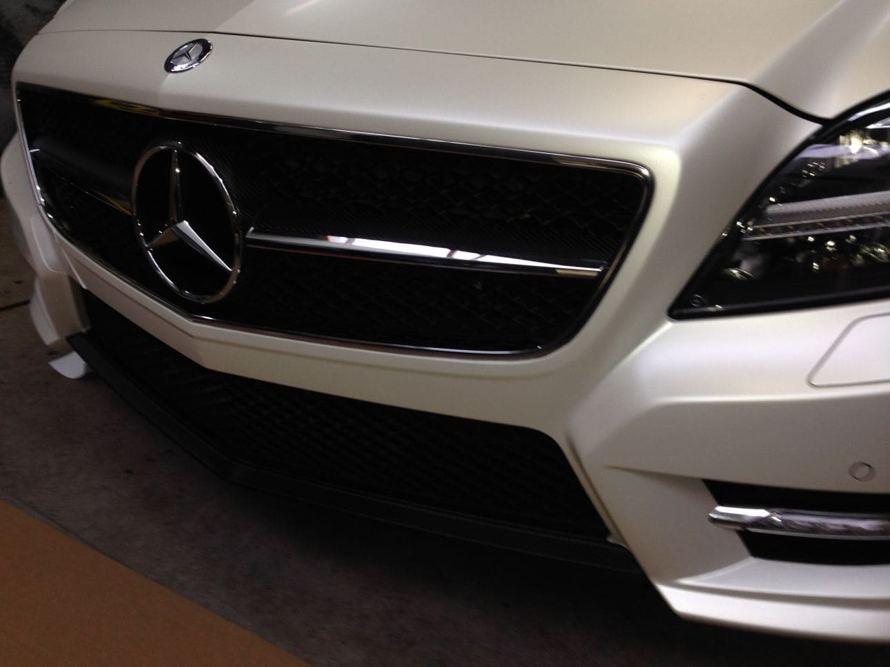 Mercedes CLS met White Satin Pearl Wrap, Carwrapping door Wrapmyride.nu Foto-nr:6199, ©2021
