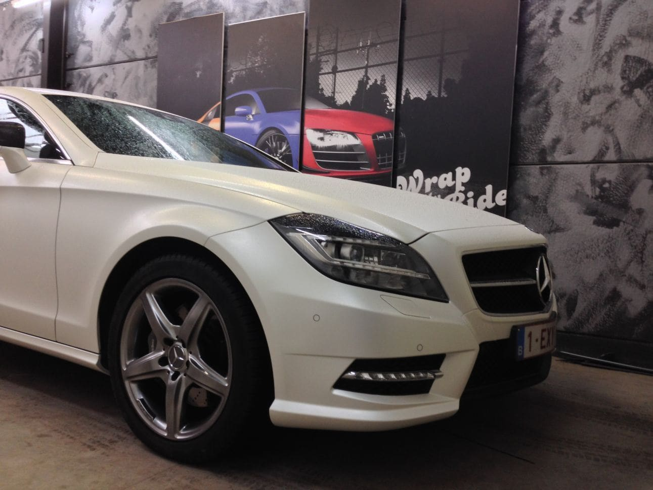 Mercedes CLS met White Satin Pearl Wrap, Carwrapping door Wrapmyride.nu Foto-nr:6221, ©2021