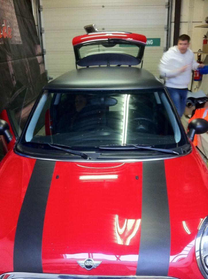 Mini Dak Zwart Gewrapt, Carwrapping door Wrapmyride.nu Foto-nr:6431, ©2021