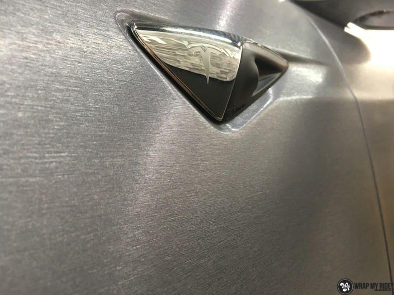 Tesla Model S brushed steel, Carwrapping door Wrapmyride.nu Foto-nr:9970, ©2021