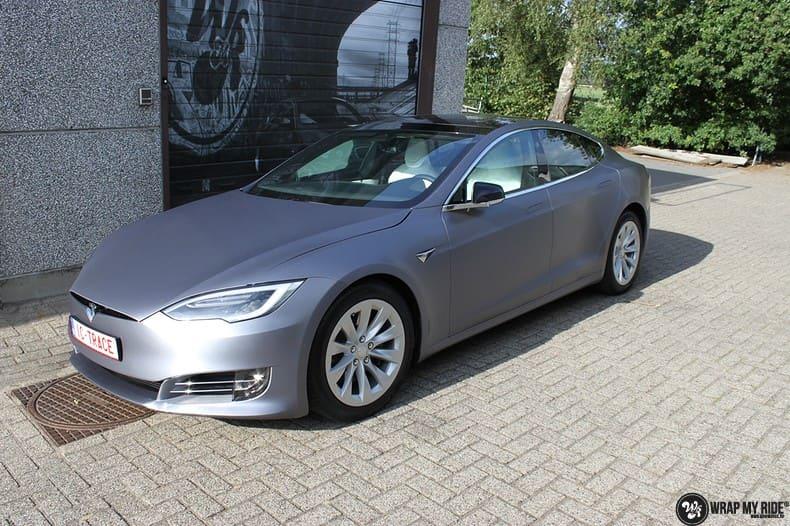 Tesla Model S brushed steel, Carwrapping door Wrapmyride.nu Foto-nr:9952, ©2021