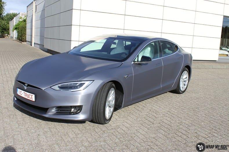 Tesla Model S brushed steel, Carwrapping door Wrapmyride.nu Foto-nr:9942, ©2021