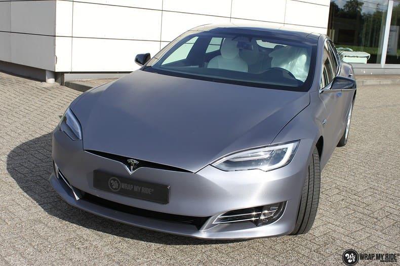 Tesla Model S brushed steel, Carwrapping door Wrapmyride.nu Foto-nr:9941, ©2021