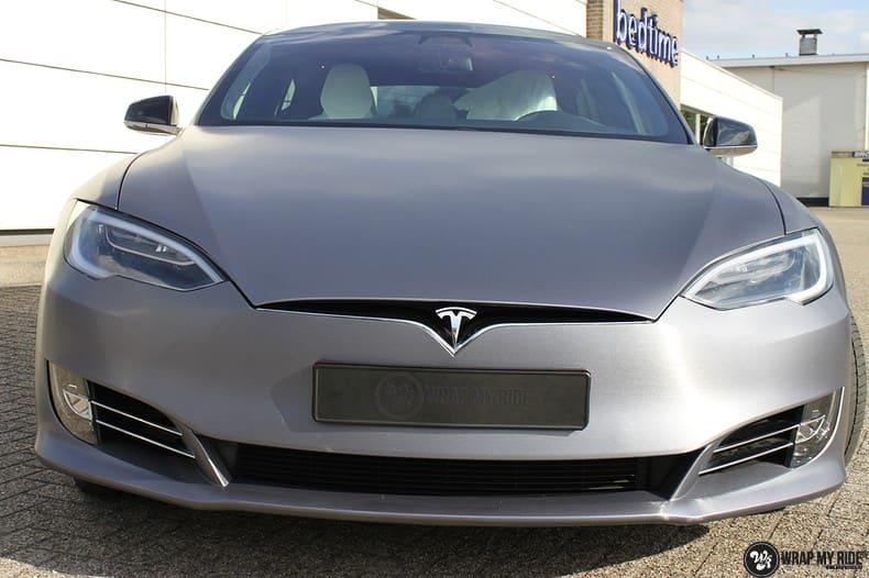Tesla Model S brushed steel, Carwrapping door Wrapmyride.nu Foto-nr:9939, ©2021