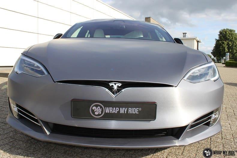 Tesla Model S brushed steel, Carwrapping door Wrapmyride.nu Foto-nr:9938, ©2021