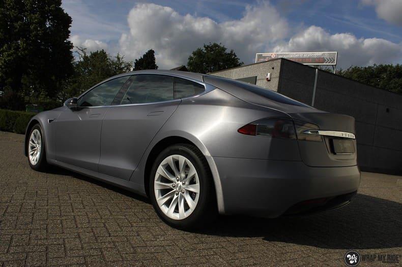 Tesla Model S brushed steel, Carwrapping door Wrapmyride.nu Foto-nr:9936, ©2021