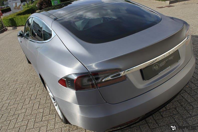 Tesla Model S brushed steel, Carwrapping door Wrapmyride.nu Foto-nr:9935, ©2021