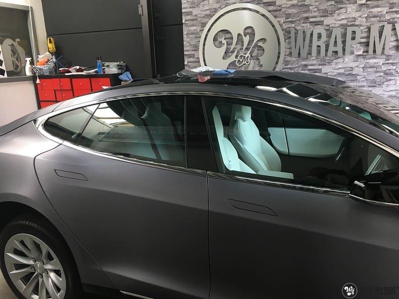 Tesla Model S brushed steel, Carwrapping door Wrapmyride.nu Foto-nr:9957, ©2021