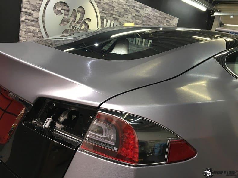 Tesla Model S brushed steel, Carwrapping door Wrapmyride.nu Foto-nr:9912, ©2021