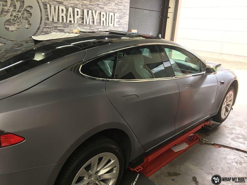 Tesla Model S brushed steel, Carwrapping door Wrapmyride.nu Foto-nr:9924, ©2021