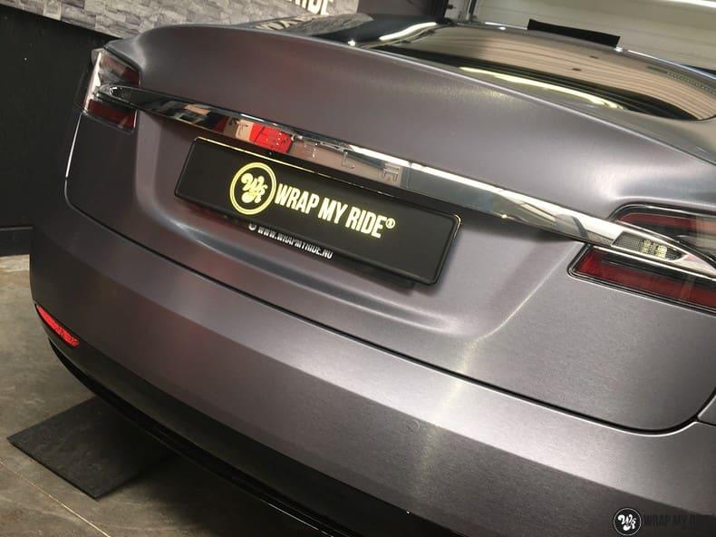Tesla Model S brushed steel, Carwrapping door Wrapmyride.nu Foto-nr:9916, ©2021