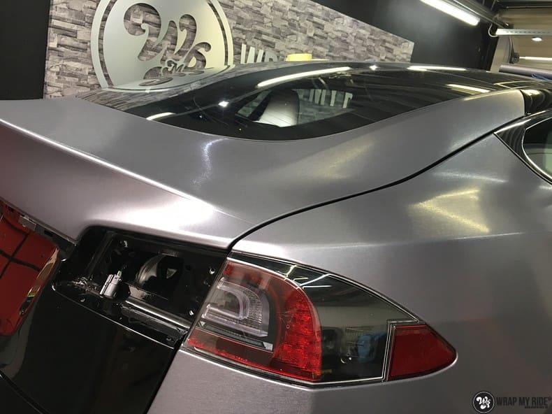 Tesla Model S brushed steel, Carwrapping door Wrapmyride.nu Foto-nr:9967, ©2021